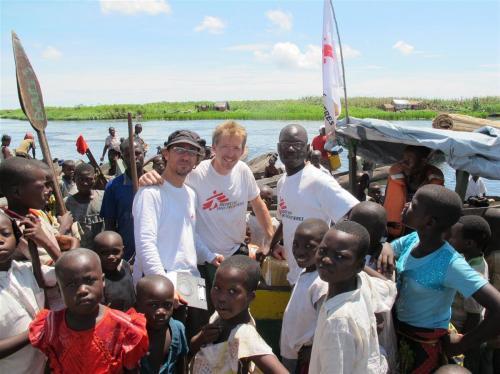 Mooie vriendschap in een afgelegen gebied ergens in Congo