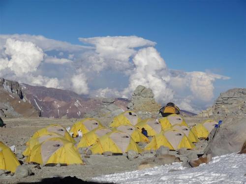 Kamp 3 op de Aconcagua. Veelzeggende wolken op de achtergrond